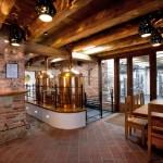 Přízemí pivovarské restaurace